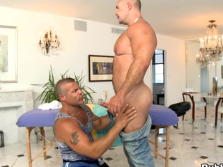 Awesome fucking guy is banged in that bubble ass! Great scene!
