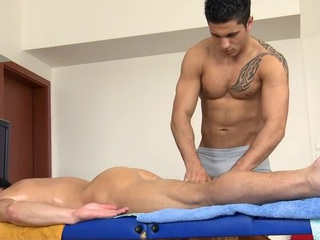 Hawt hunk receives his taut anal canal explored by masseur